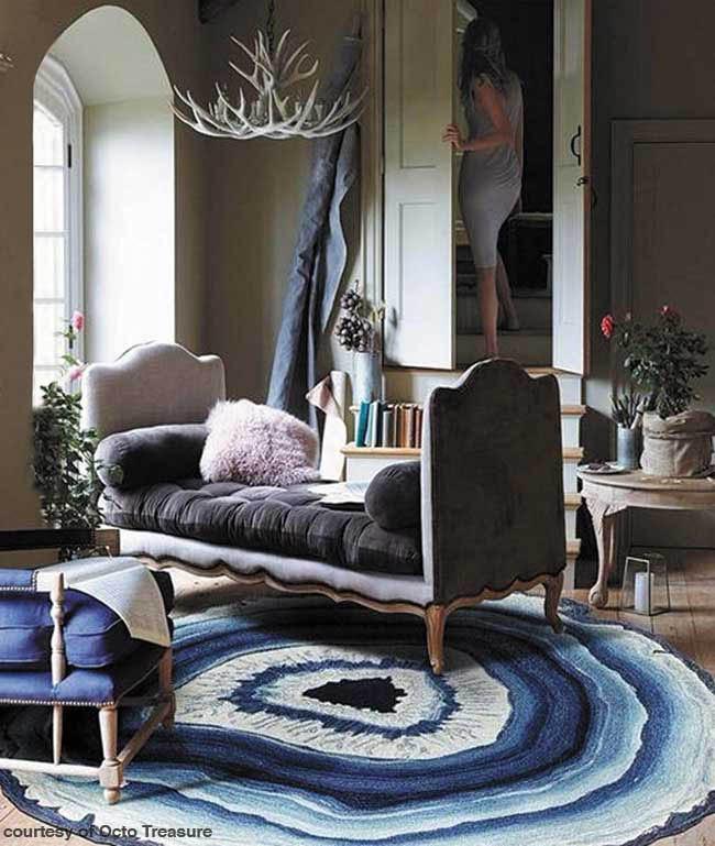 Area rug mimics blue agate