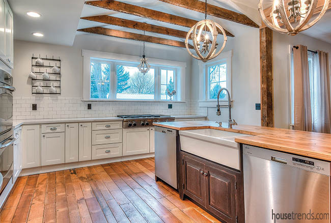 Chic farmhouse kitchen remodel