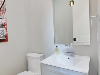 The Pros and Cons of Engineered Quartz - Housetrends