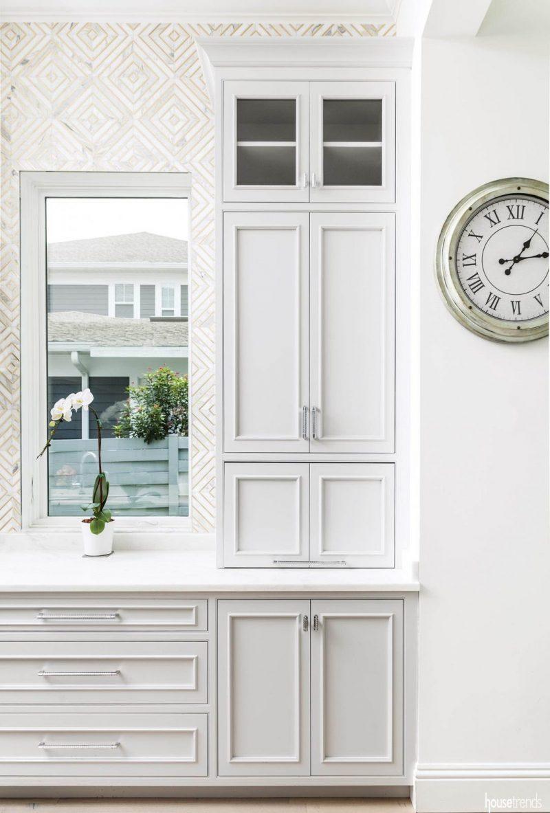 white kitchen brass accent tile